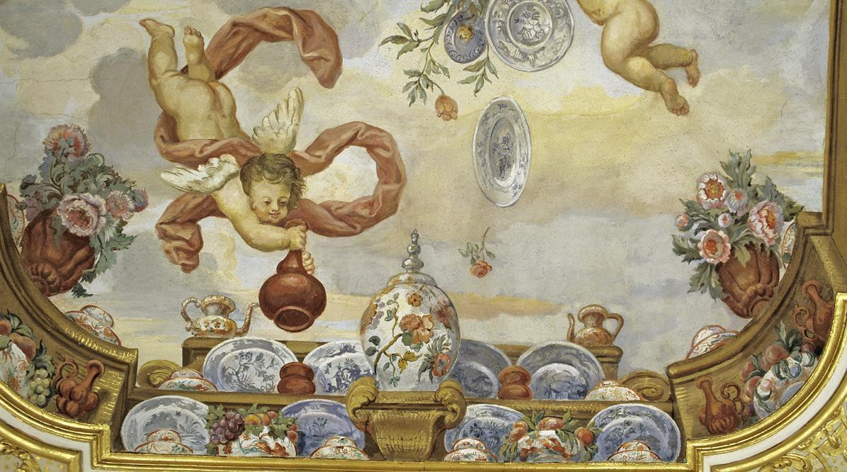 Malerei mit Delfter Tellern im Blumenzimmer von Schloss Favorite Rastatt; Foto: Staatliche Schlösser und Gärten Baden-Württemberg, Urheber unbekannt