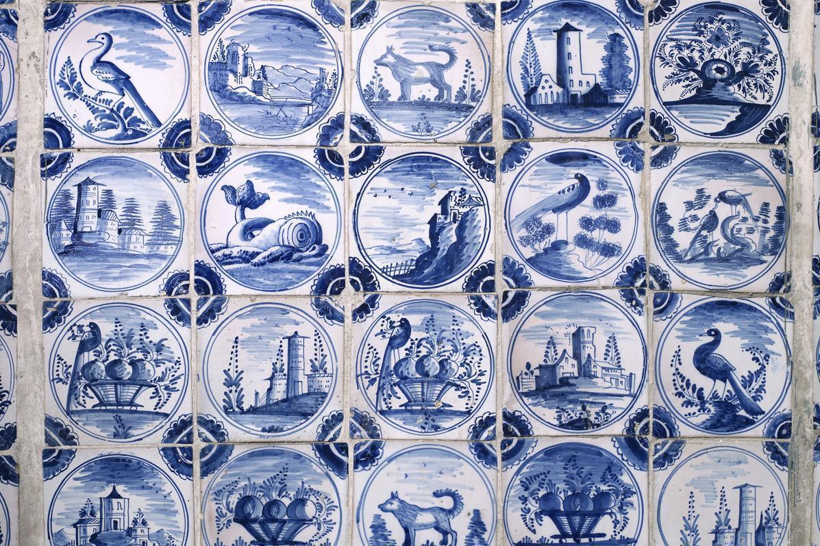 Delft-style tiles in the sala terrena, Rastatt Favorite Palace. Image: Staatliche Schlösser und Gärten Baden-Württemberg, Andrea Rachele