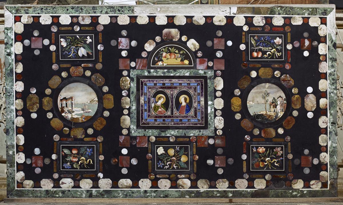 Ansicht des Antependiums am Altar des Sanktuariums in der Schlosskirche Rastatt; Foto: Staatliche Schlösser und Gärten Baden-Württemberg, Arnim Weischer