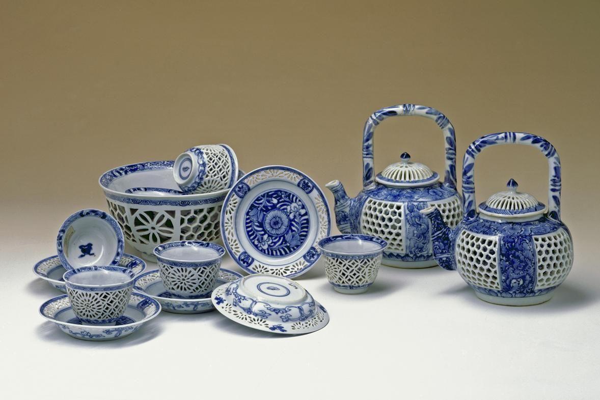 Ein Loukong-Teeservice in der Porzellansammlung Sibylla Augustas in Schloss Favorite