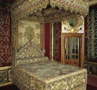 Das Paradebett Sibylla Augustas in Schloss Favorite Rastatt