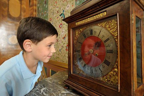 Rastatt Favorite Palace, Boy at the clock