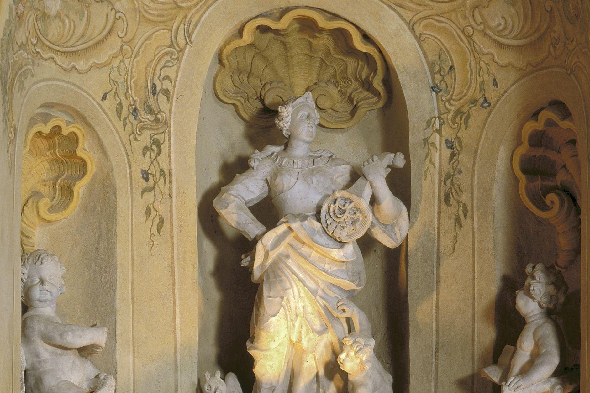 Schloss Favorite Rastatt, Skulptur im Gartensaal
