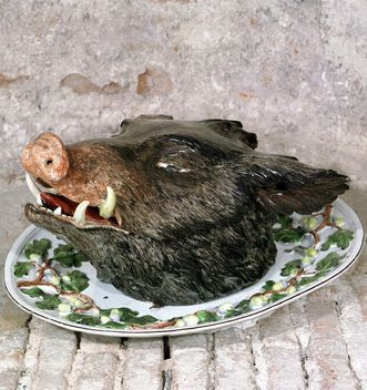 Ceramic boar's head from the glazed earthenware collection, Favorite Palace. Image: Landesmedienzentrum Baden-Württemberg, Lutz Hecker