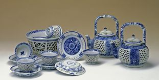 Image: A Loukong tea set from Sibylla Augusta's porcelain collection, Favorite Palace