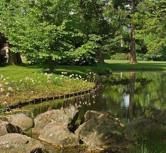 Schloss Favorite Rastatt, Bachlauf mit Wasserfall; Foto: Staatliche Schlösser und Gärten Baden-Württemberg, Andrea Rachele