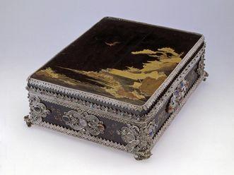 Residenzschloss Rastatt, Japanisches Lackkästchen mit Lackarbeiten auf dem Deckel und filigranem europäischen Silberbesatz.